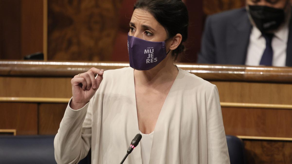 La ministra de Igualdad, Irene Montero, interviene en una sesión de control al Gobierno, a 26 de mayo de 2021, en el Congreso de los Diputados, Madrid, (España)