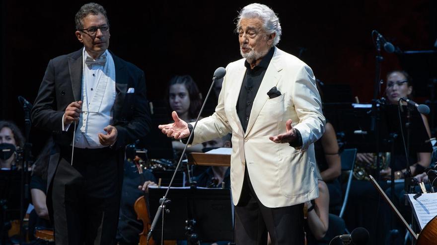 El tenor Plácido Domingo durante el concierto que ofrece esta noche en el festival Starlite, este miércoles en la localidad malagueña de Marbella.