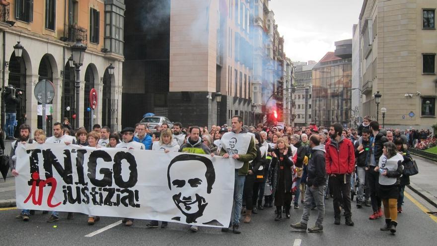 Familiares y amigos de Iñigo Cabacas piden que a la dimisión de Jorge Aldekoa se le sume la de la consejera de Seguridad