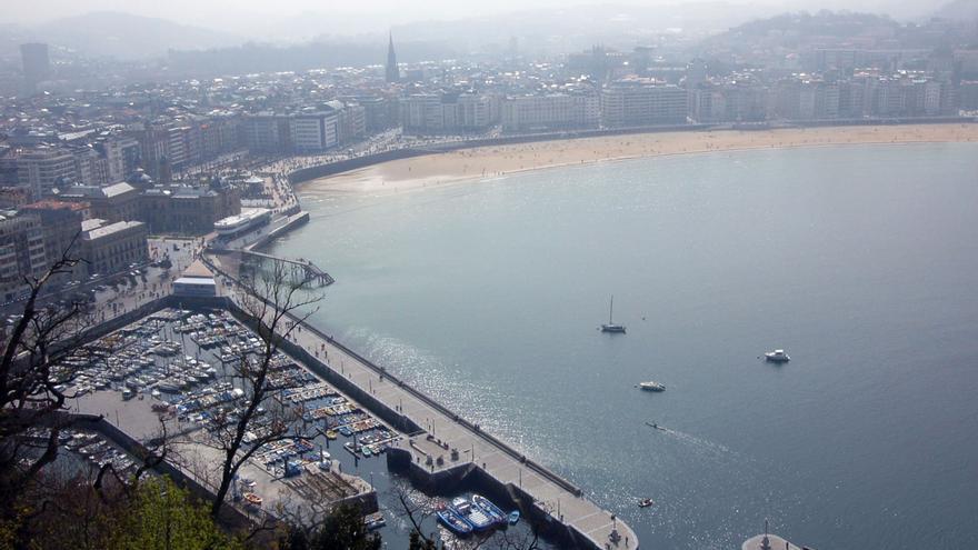 La mitad de los turistas que recibe San Sebastián ya han visitado antes la ciudad y casi el 100% la recomienda