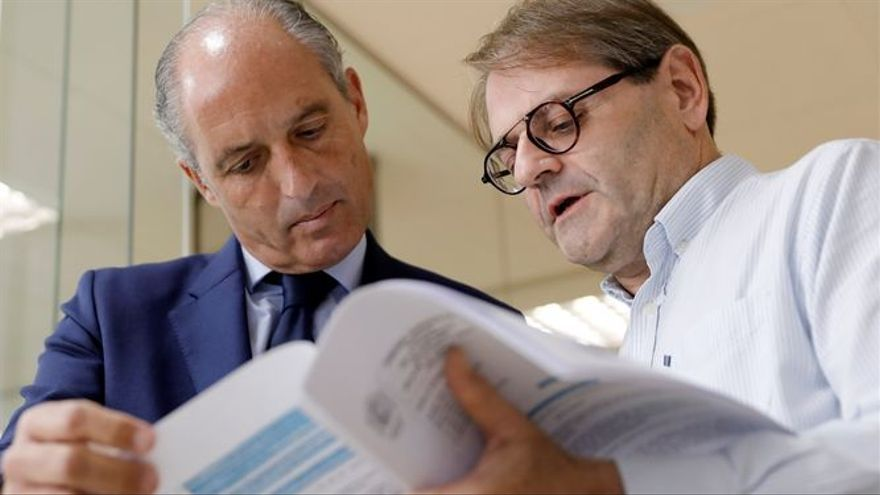 Francisco Camps junto a su abogado, Pablo Delgado