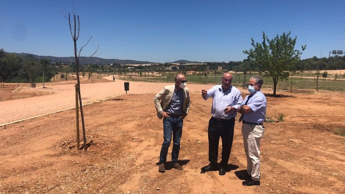 Fuentes visita las obras del Parque del Levante.