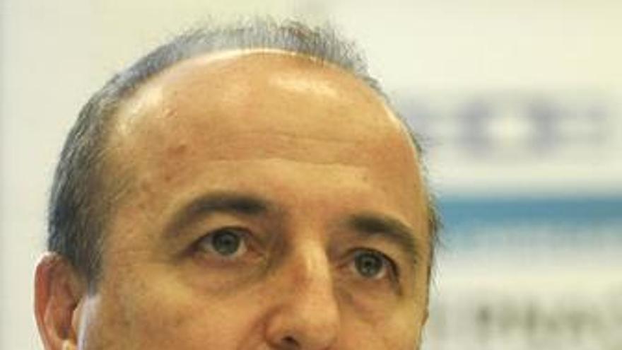 Miguel Sebastian en una jornadas de la CEOE