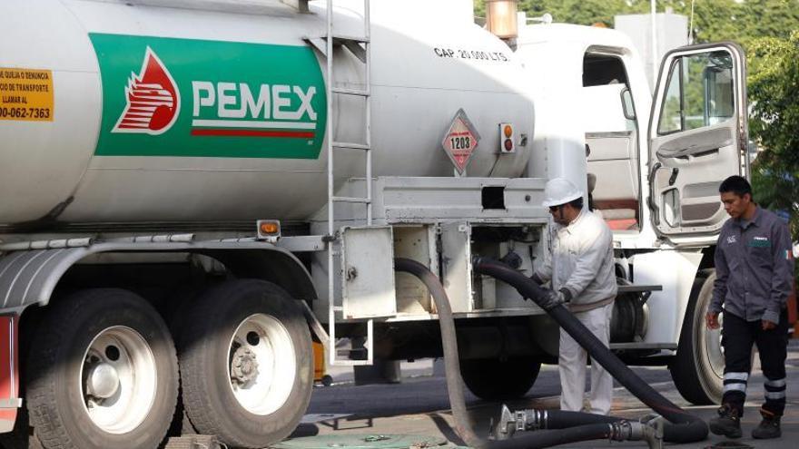México capitaliza a la endeudada Pemex con 5.000 millones de dólares