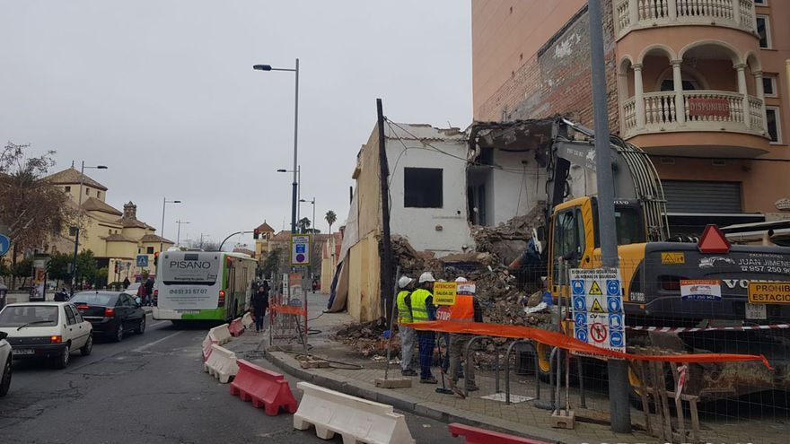 Obras de demolición en la avenida de Barcelona | BUTELO