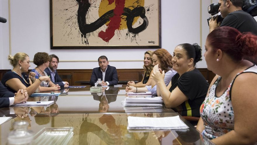 José Manuel Bermúdez preside la reunión de urgencia de este lunes para tratar el problema social de Añaza