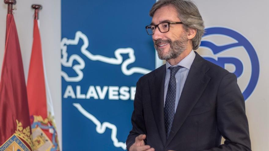 Archivo - El presidente del PP de Álava, Iñaki Oyarzabal
