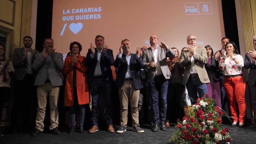 Acto de presentación de candidatos en el Teatro Chico.