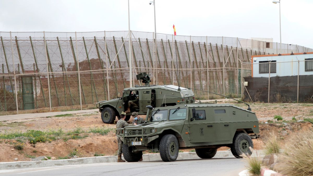 Imagen de archivo. Despliegue del ejército en la valla de Melilla en abril, después de que sufriera un intento de entrada. EFE/Francisco García Guerrero/Archivo