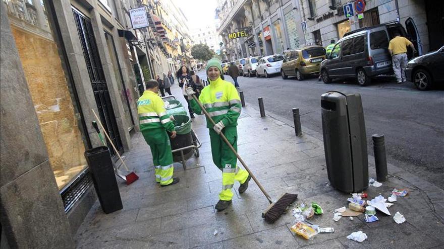 Mato insiste en que no hay ningún riesgo sanitario por la basura en la calle