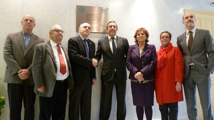 Diputación de Bizkaia ratifica el acuerdo de cesión de la sede de Euskaltzaindia con la colocación de una placa