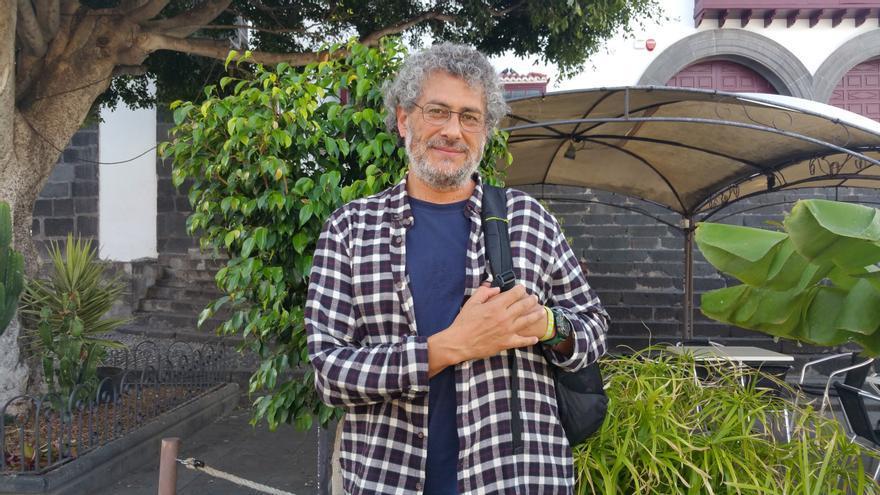 Gustavo Castro Soto se encuentra estos días en La Palma. Foto: LUZ RODRÍGUEZ.