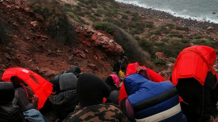 74 mujeres y 7 niños llegan a la Isla del Congreso, en las Chafarinas