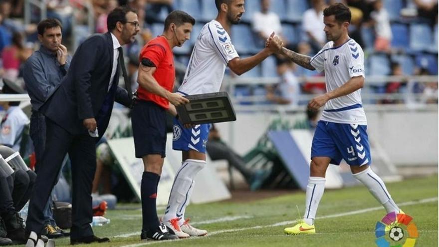 Cristian García siendo sustituido en el encuentro frente al Leganés. (LALIGA).