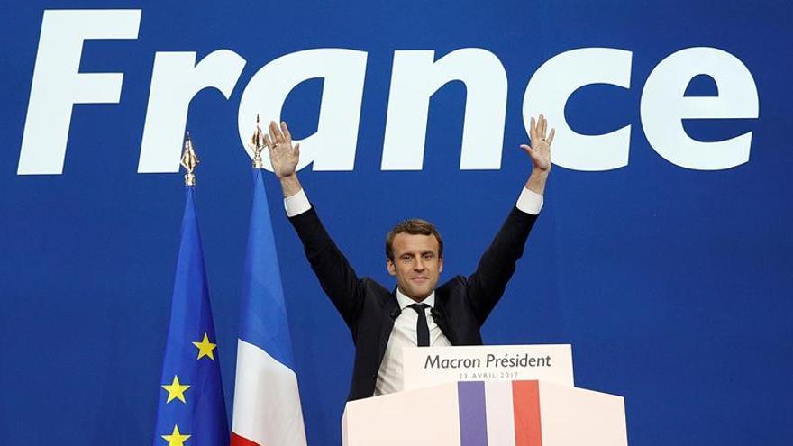 Macron ganaría a Le Pen en la segunda vuelta con un 62 % de los votos