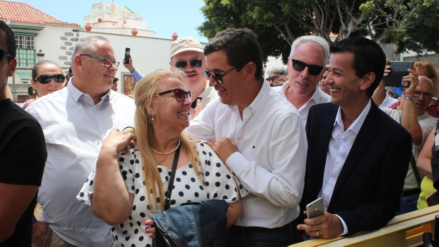 El vicepresidente en funciones del Gobierno de Canarias, Pablo Rodríguez en la plaza de San Juan.