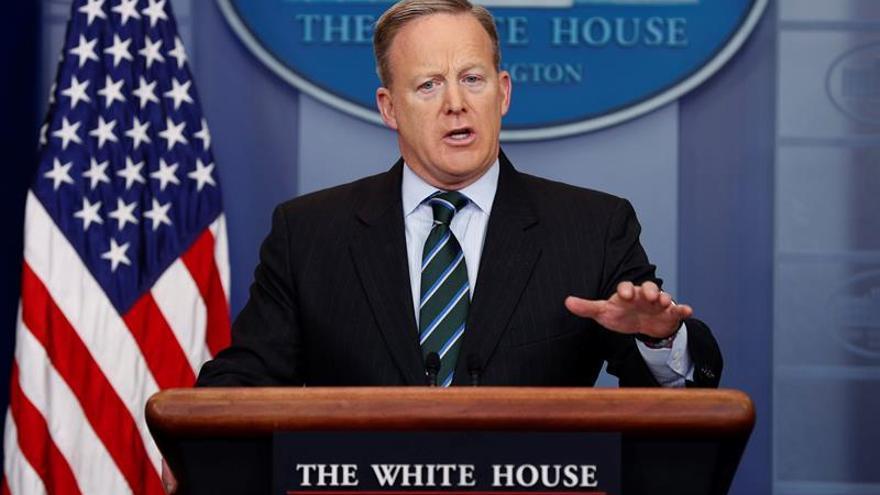 La Casa Blanca defiende ingreso de cargo político en consejo seguridad de Trump