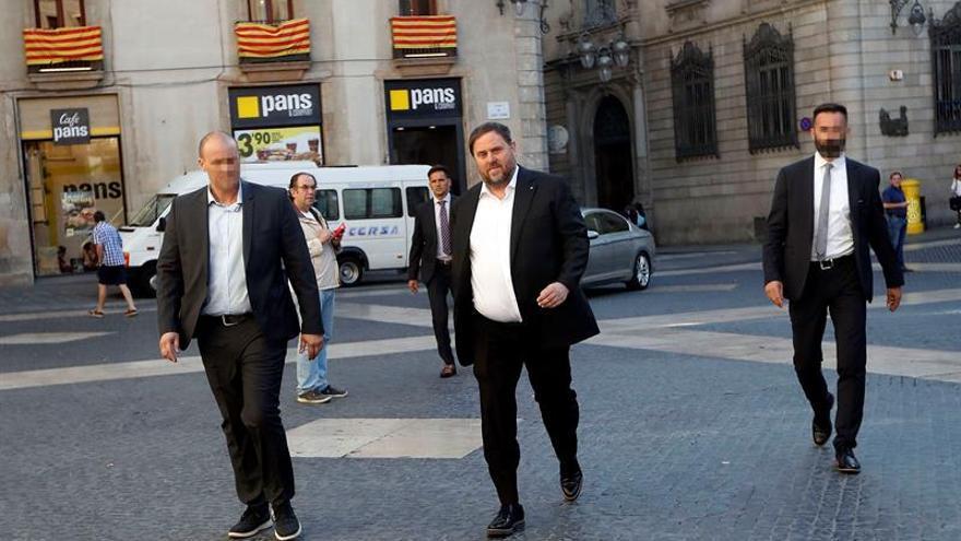 Junqueras llega a la sede del departamento de Economía mientras continúa el registro