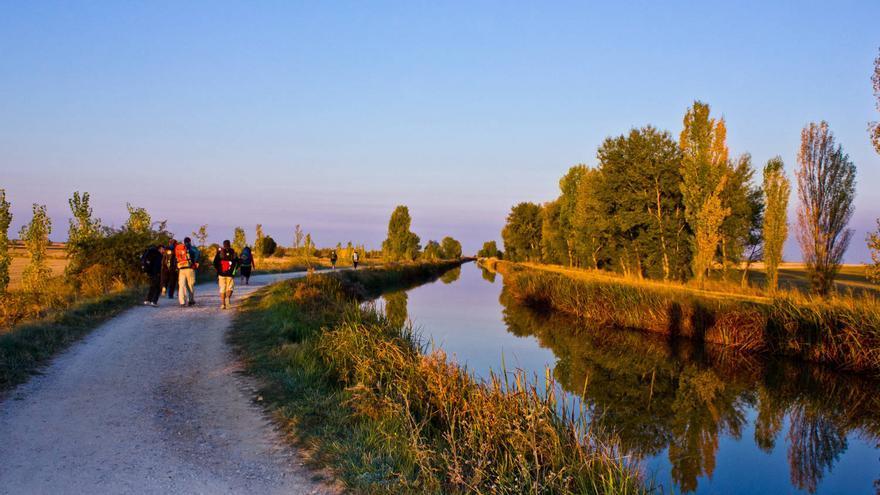 El Camino sale de Boadilla junto al Canal de Castilla. VIAJAR AHORA