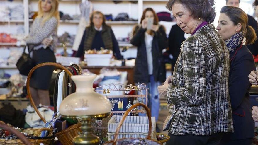La Reina Sofía colabora un año más con el rastrillo benéfico de Nuevo Futuro