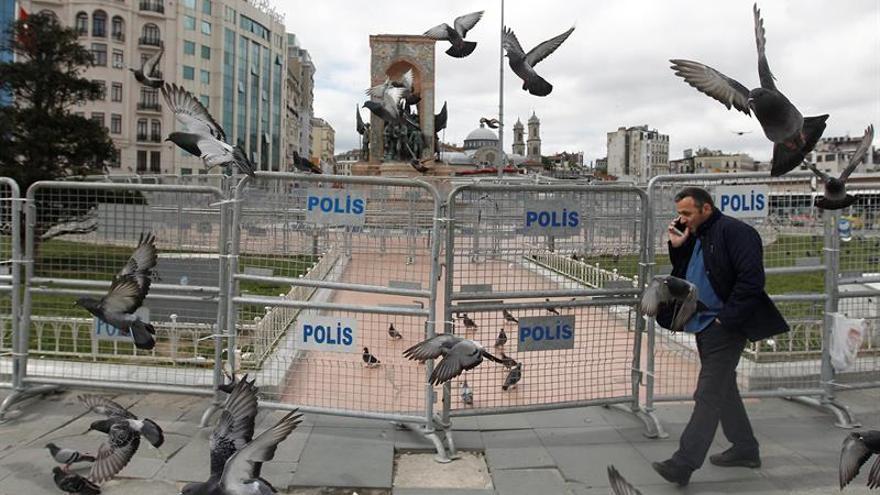 La Policía turca lanza gas contra manifestantes del 1 de Mayo en Estambul