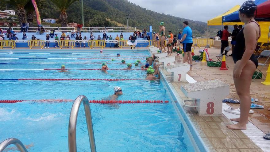 El Servicio de Deportes abre la piscina de Miraflores durante el verano