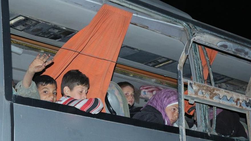 Suspendida la salida de evacuados de un barrio sitiado de Homs en Siria