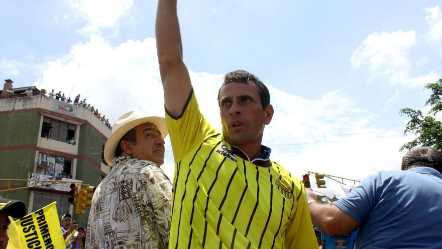 """Capriles acusa a Chávez de estar vendiendo """"hasta el oro"""" de los venezolanos"""