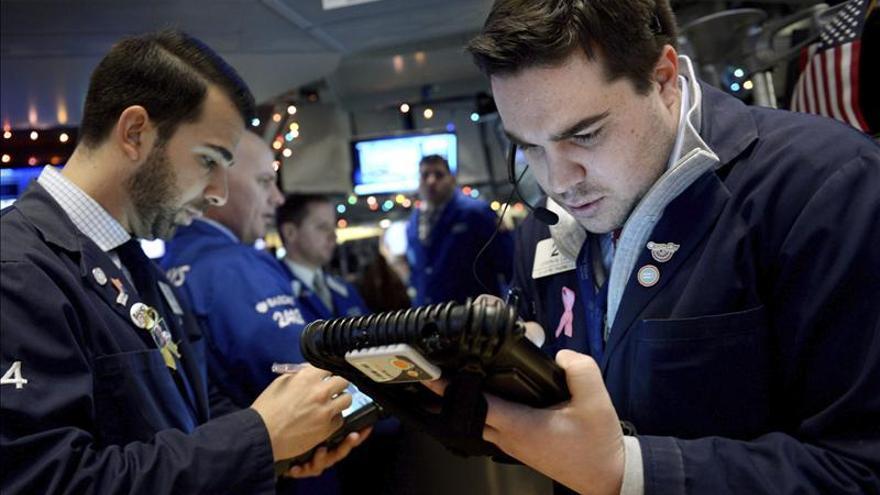 Wall Street mantiene los avances y sube el 0,36 por ciento a media sesión