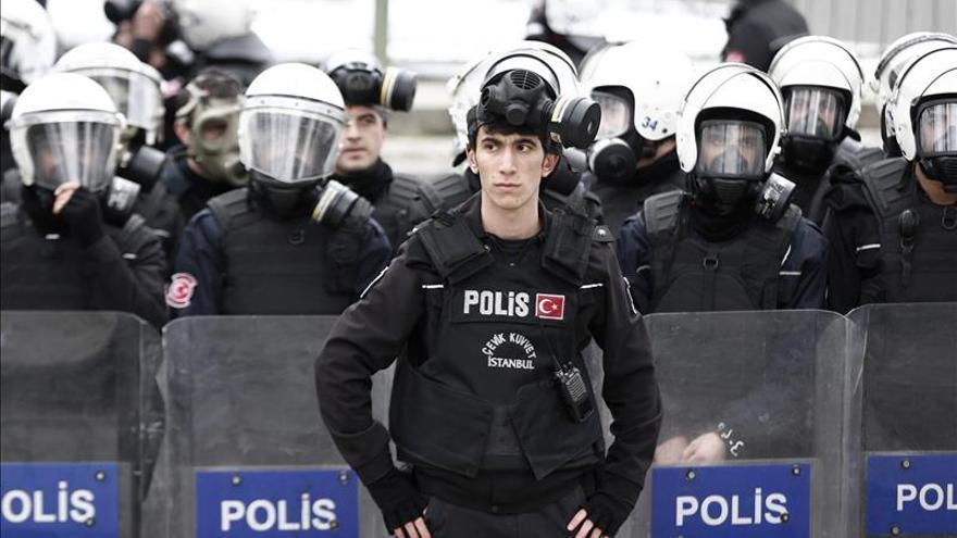 Veinte mil manifestantes piden en Turquía la libertad del líder kurdo Öcalan
