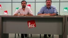 Alberto Garzón y Juan López de Uralde, tras la reunión mantenida hoy. / A.R.