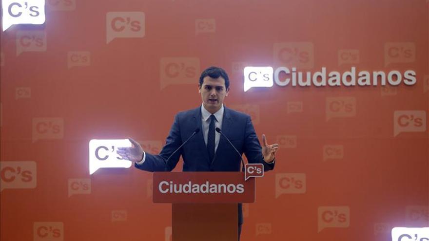 Rivera traslada a Sánchez la necesidad de poner en marcha la legislatura