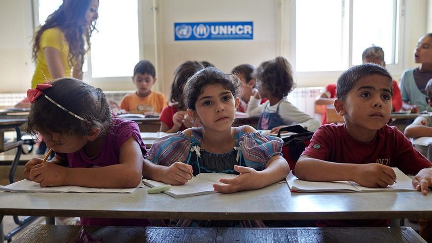Niños refugiados sirios estudian en el colegio de Kamed Al Louz, Líbano. Foto:ACNUR/S. Baldwin