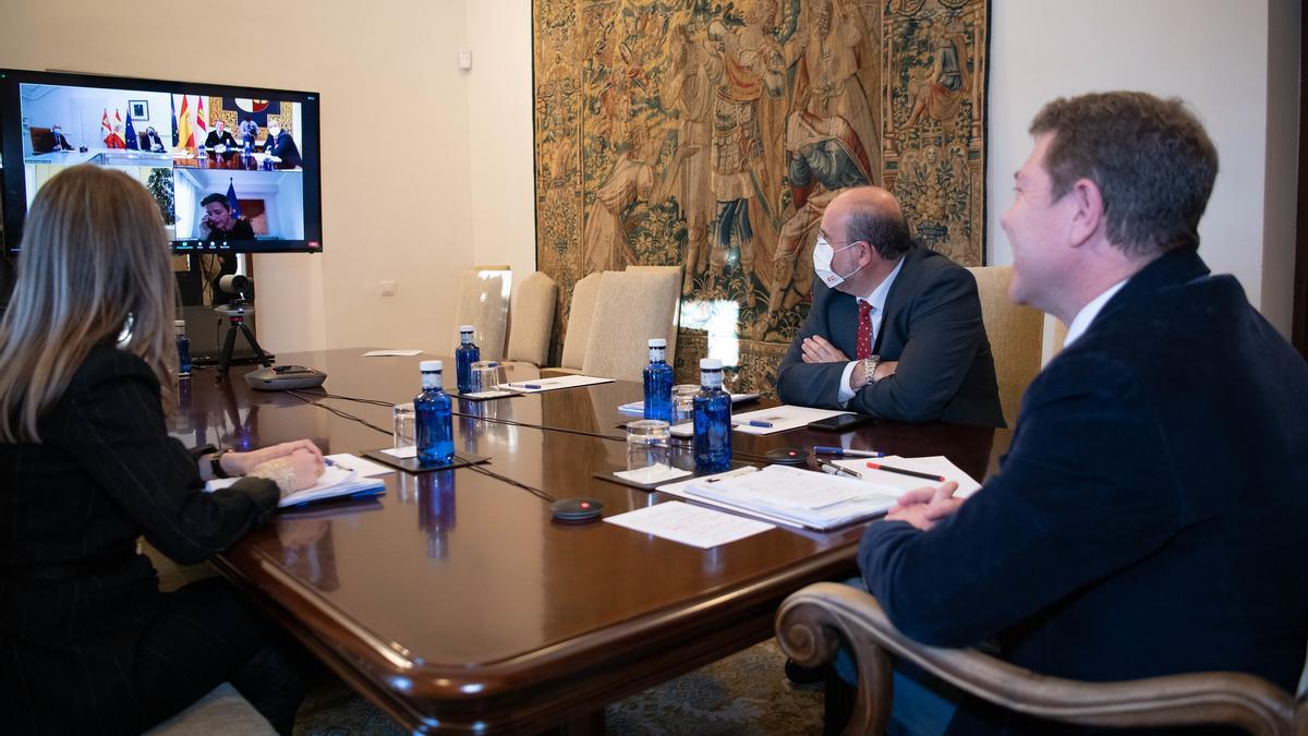 García-Page en la reunión telemática con sus homólogos en Aragón y Castilla y León