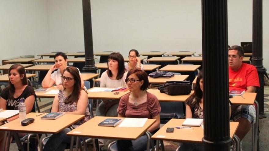 Alumnos de la UNED en Mérida participan en uno de los cursos de verano / http://www.unedmerida.com