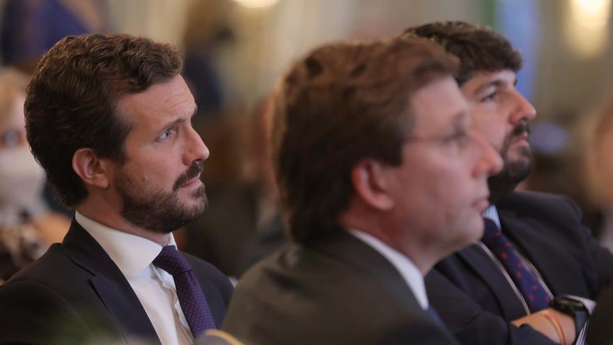El presidente del PP, Pablo Casado, participa en un desayuno del Fórum Europa, organizado por Nueva Economía Fórum, en el Hotel Mandarin Oriental Ritz