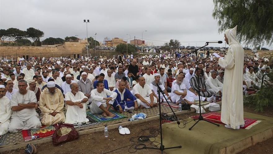 Musulmanes celebran en Melilla fiesta sin poder importar corderos marroquíes