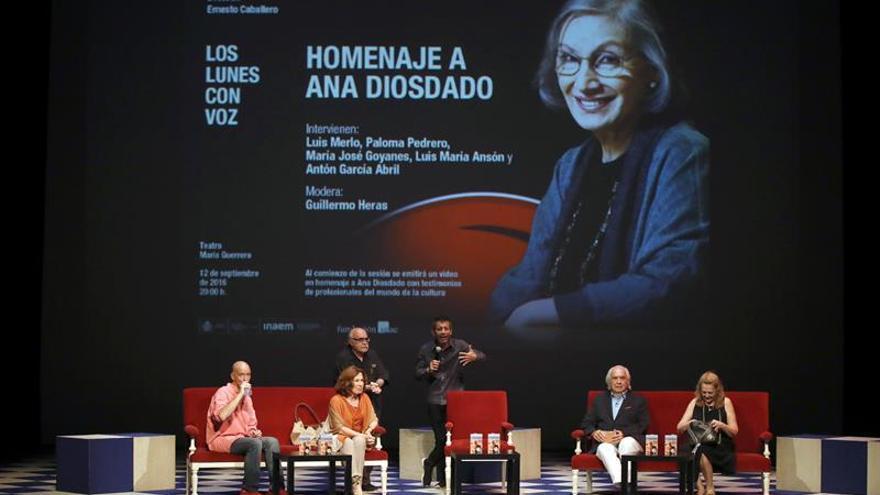 """Amigos y compañeros rinden homenaje a la """"trascendental"""" Ana Diosdado"""
