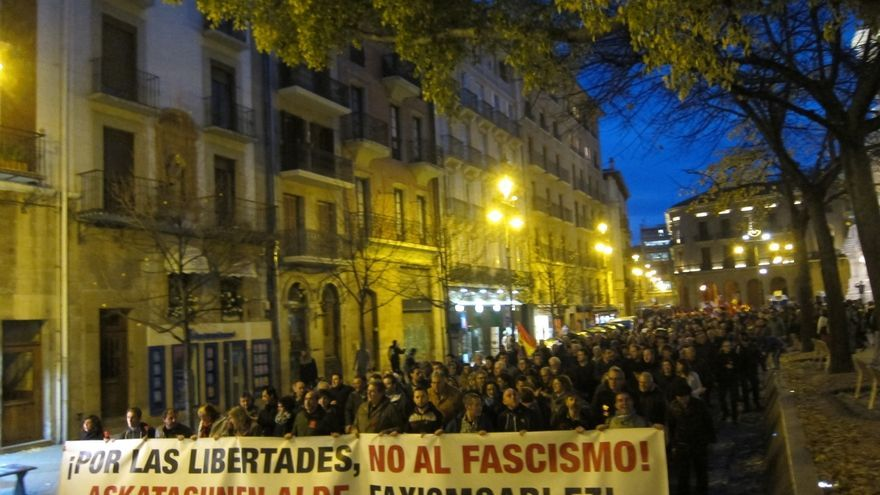 Miles de personas se manifiestan en Pamplona por las libertades y contra el fascismo