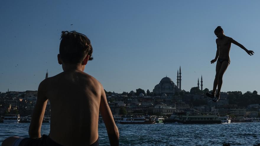 Turquía retoma la educación presencial en septiembre con previas clases online
