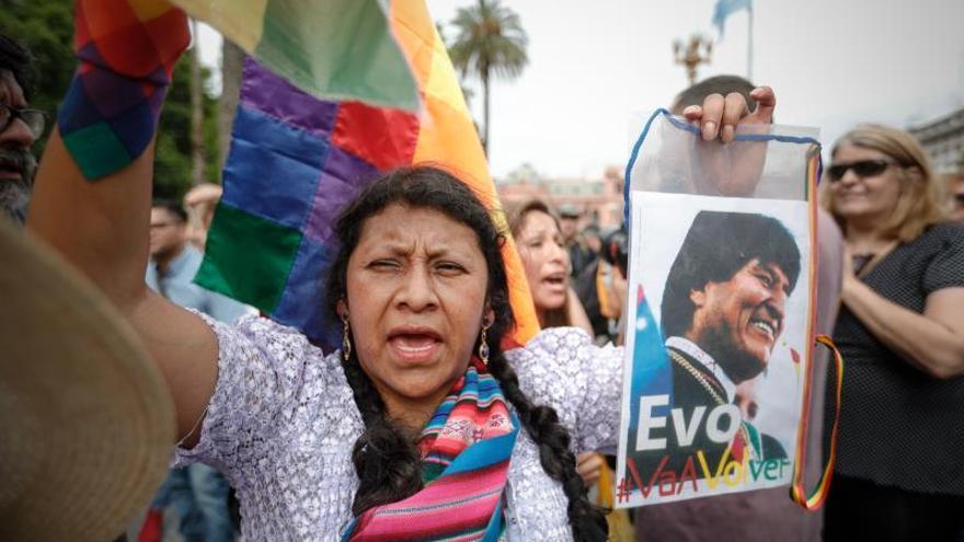 Locura por Evo Morales en su encuentro caótico con Madres de Plaza de Mayo