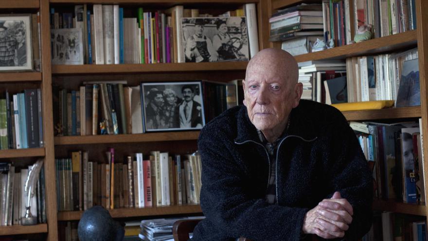 El escritor en su casa, el caserío Walden, en Getxo (Bizkaia). /eldiarionorte.es