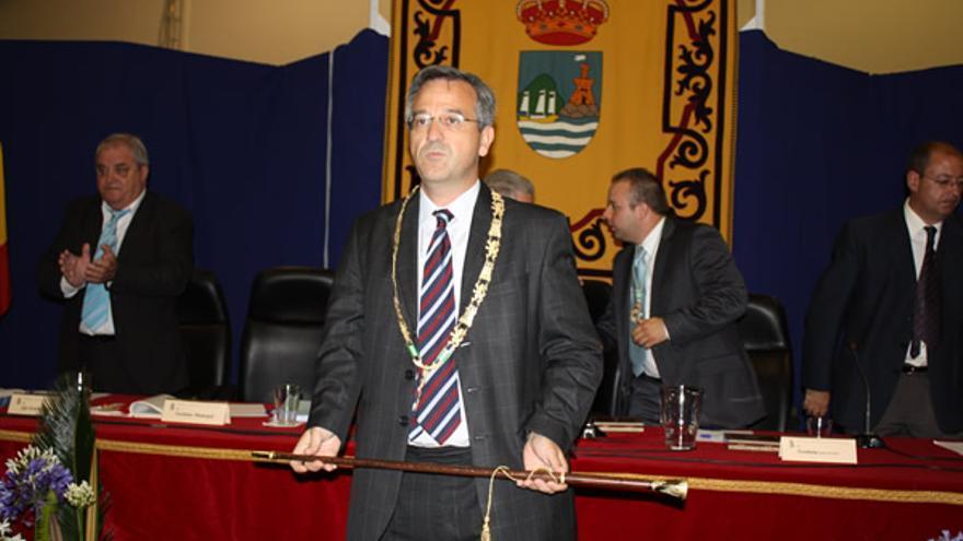 José María García Urbano, alcalde de Estepona, durante su investidura.