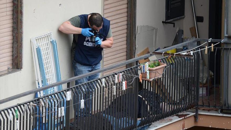 Un hombre mata a cuatro personas a tiros desde un balcón en Nápoles