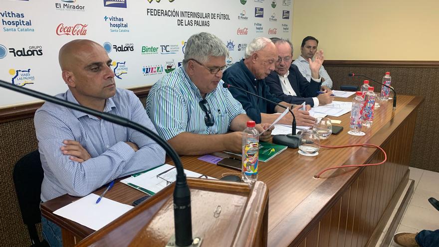 Mesa de la asamblea de la FIFLP de la temporada 18-19