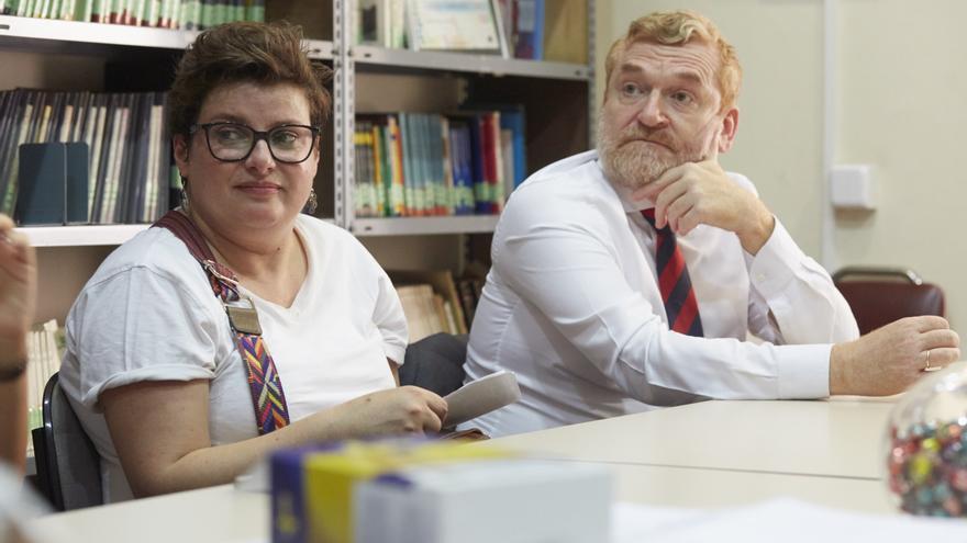 Rocío Pombo y José Antonio Morón, padres de dos de las cuatro alumnas de origen español del centro San Antonio. PATRICIA GARCINUÑO