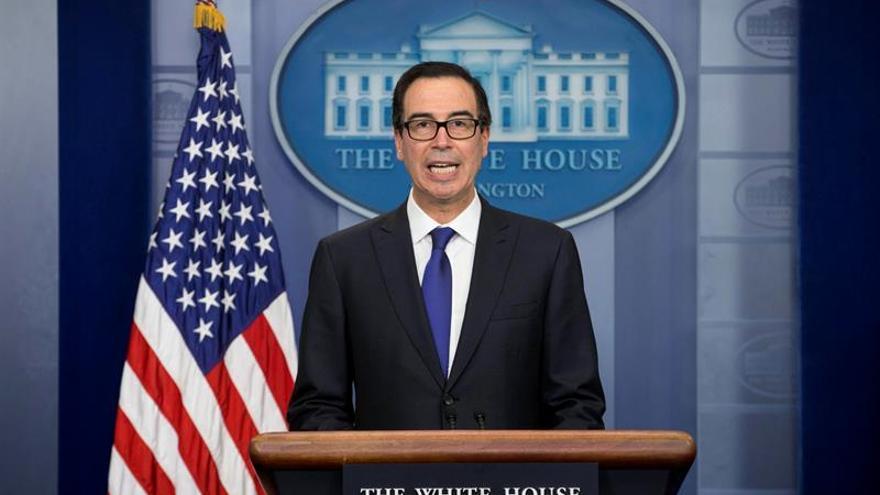 El Secretario del Tesoro de EE.UU. solicitó un avión militar para su luna de miel