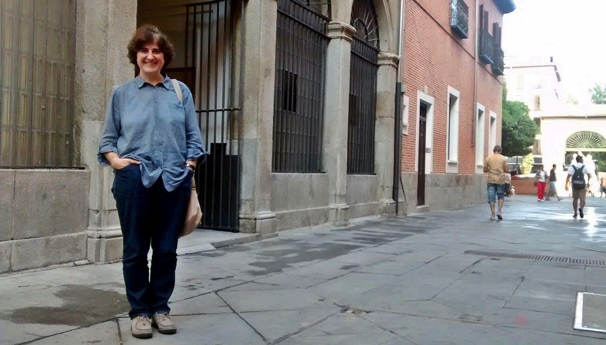 María Tíscar, en la entrada a la Iglesia de las Maravillas | SOMOS MALASAÑA