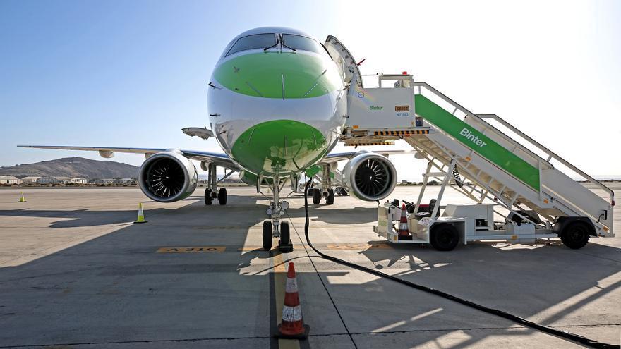 Binter ha presentado este miércoles sus nuevos aviones E-195-E2, que son más eficientes, silenciosos y cómodos