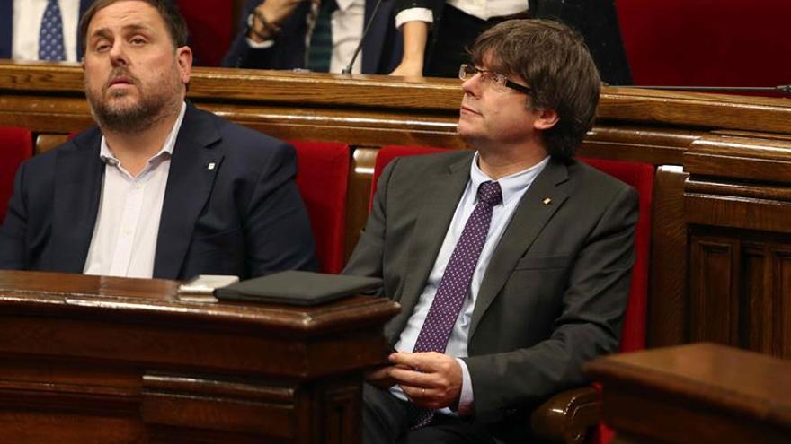 Parlament aprueba ley para convertir Cataluña en república sin la oposición